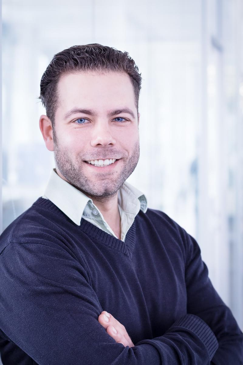 Porträt eines Mitarbeiters in einer Firma