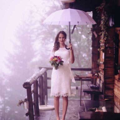 Braut mit Schirm Hochzeit